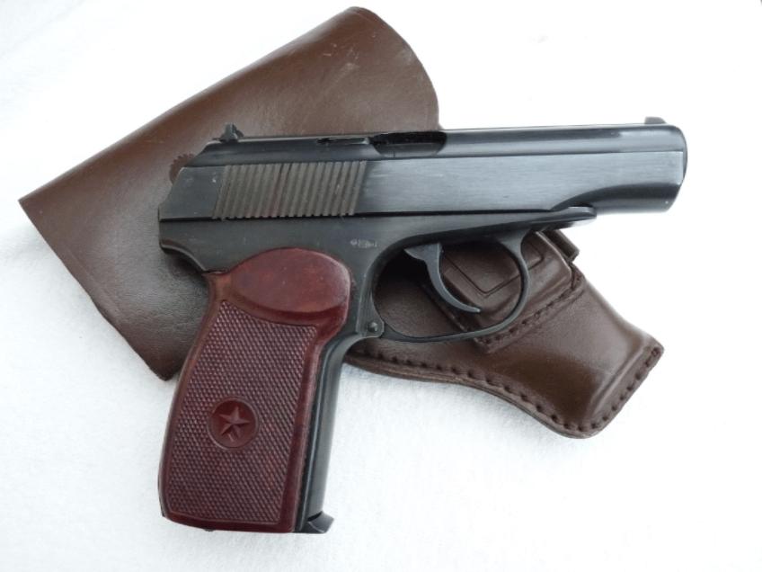 Пистолет Макарова с кобурой