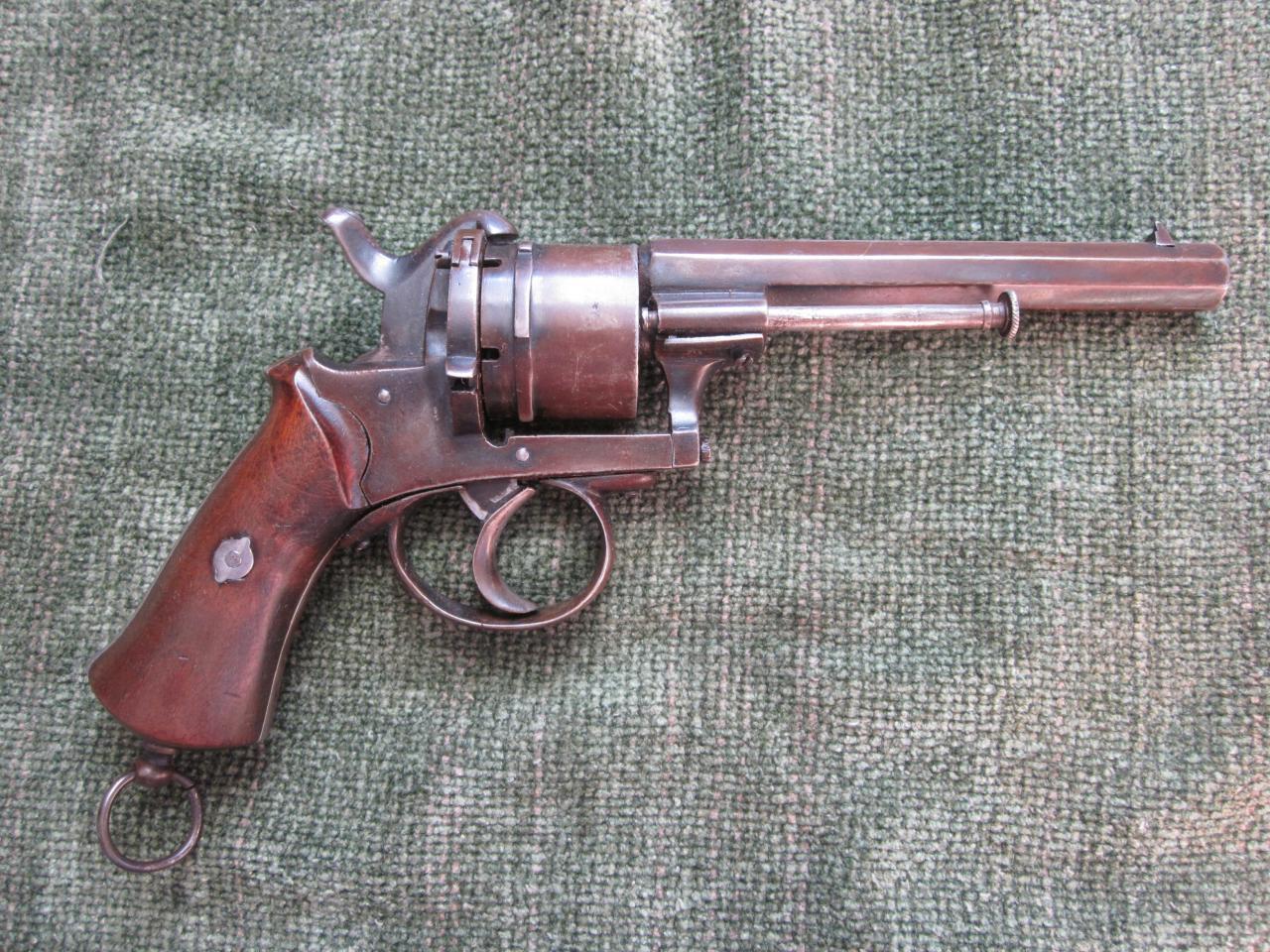 Шпилечный револьвер Лефоше: революция в оружейном производстве